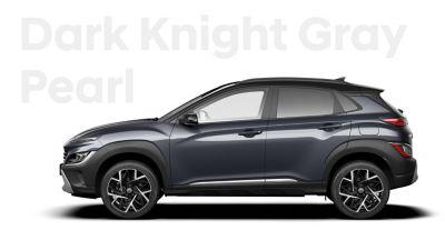 The new great variety of colour options of the new Hyundai Kona Hybrid: Dark Knight Pearl.