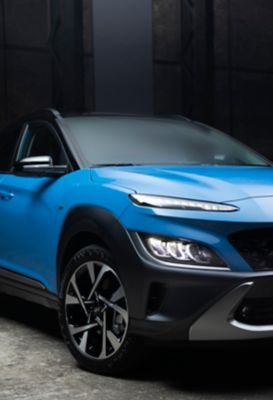 Front view of the new Hyundai Kona in Surfy Blue.
