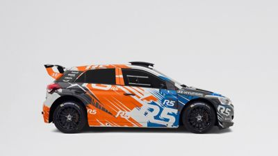 Photo of the i20 R5, shown from the side, with visible spoiler and wheels and orange-blue painting.