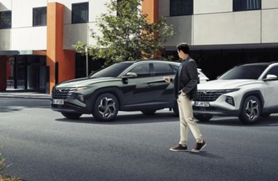 The Remote Smart Park Assist (RSPA) in the all-new Hyundai TUCSON Plug-in Hybrid compact SUV.