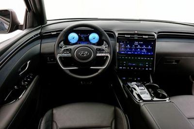 Zdjęcie eleganckiego wnętrza nowego kompaktowego SUV-a Hyundai Tucson.