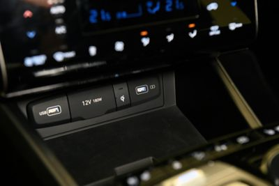 An image of the front USB port inside the all-new Hyundai Tucson SUV.