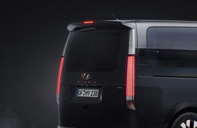 Imagen de las luces combinadas LED del STARIA Premium.