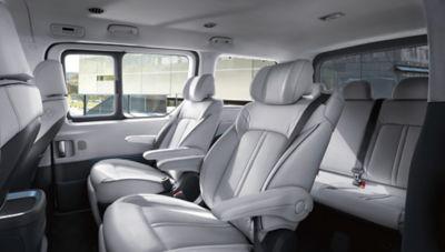 Imagen del espacioso interior del nuevo STARIA Premium.
