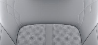 Imagen del interior en gris claro y gris oscuro del nuevo STARIA Premium.