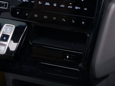 A picture of the all-new Hyundai STARIA's  wireless charger tray with its cooling function.