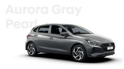 Right side view of the Hyundai i20, Aurora Grey colour scheme