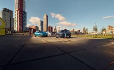 La famiglia di auto elettrificate di Hyundai parcheggiate