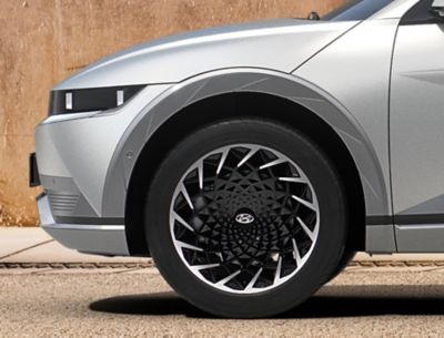 Gli esclusivi cerchi in lega da 20'' del SUV Crossover compatto 100% elettrico Hyundai IONIQ 5.