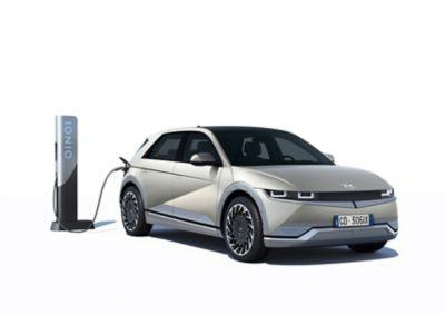 La batteria con sistema di ricarica da 800V del SUV Crossover compatto 100% elettrico Hyundai IONIQ 5 raggiunge un'autonomia di 100 km in 5 minuti