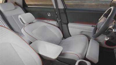I sedili anteriori totalmente reclinabili del SUV Crossover compatto elettrico Hyundai IONIQ 5.