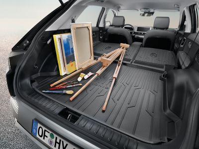 Interior del Hyundai IONIQ 5 cubierto con el revestimiento semirrígido, antideslizante e impermeable.