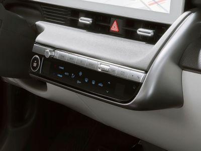 Automatisk tosoners klimaanlegg i elbilen Hyundai IONIQ 5 Project 45 crossover. Foto.