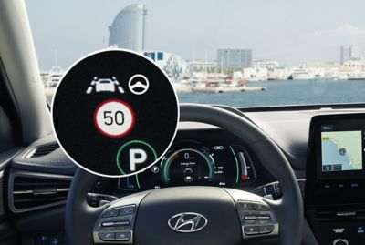 Illustration of Hyundai IONIQ Electric's Intelligent Speed Limit Warning system.