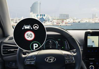 Illustration de la Reconnaissance des panneaux de limitation de vitesse de Hyundai IONIQ plug-in.