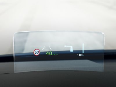 The Intelligent Speed Limit Warning (ISLW) recognizing road speed signs in the new Hyundai Kona.