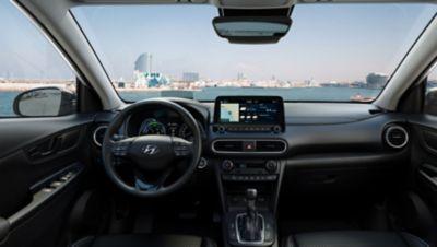 Hyundai Kona Hybrid è dotata di un ampio cruscotto.
