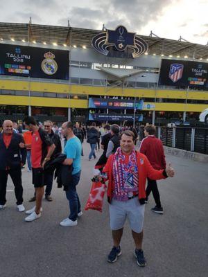 Zdjęcie kibica Atlético de Madrid José, który pojechał do Tallina, aby zobaczyć swój ulubiony zespół w Europejskim Superpucharze.