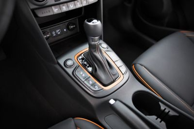 Photo showing the 7-speed dual-clutch transmission of the all-new Hyundai Kona.