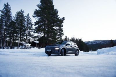 Kona Electric i vinterlandskap. Foto.