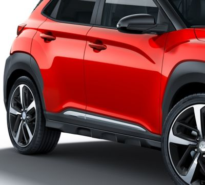 Photo of the silver accent lines on the all-new Hyundai Kona.