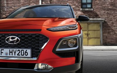Close up Photo of the all-new Hyundai Kona pictured from the front.