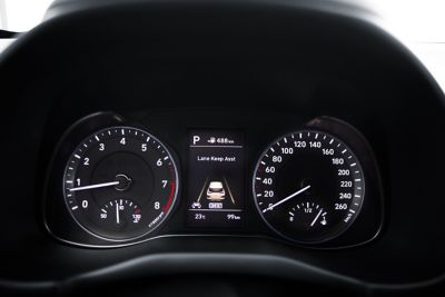 Photo showing the dashboard of the all-new Hyundai Kona.