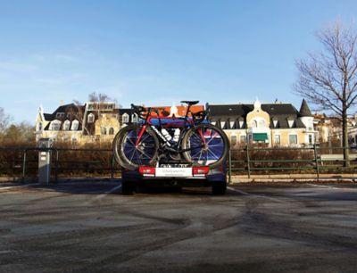 Ioniq Electric med sykkelstativ. Foto.