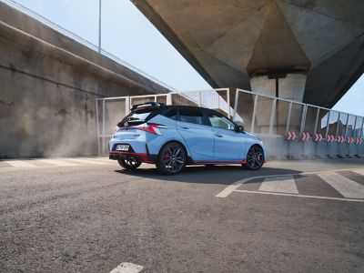 The all-new Hyundai i30 N pictured from the side in a sporty driving situation.