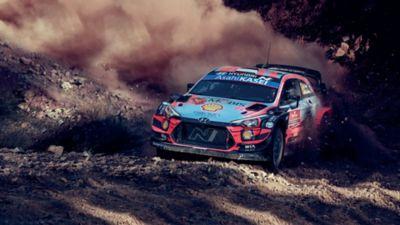 i20 WRC che sgomma su terreno durante una tappa del rally