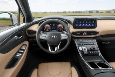 Zdjęcie kokpitu luksusowego SUV-a Santa Fe