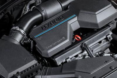 Zbliżenie hybrydowego układu napędowego Smartstream w nowym SUV-ie Hyundai Santa Fe hybrid