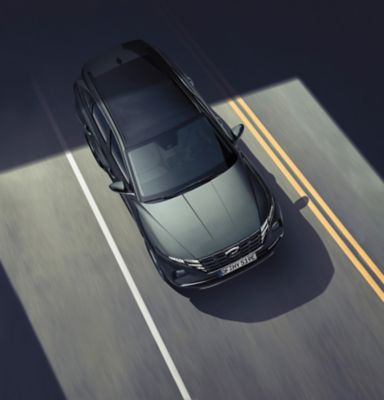 Asystent podążania na pasie ruchu (LFA) w nowym kompaktowym SUV-ie Hyundai TUCSON Plug-in Hybrid.