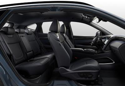 L'abitacolo ancora più spazioso del SUV compatto Nuova Hyundai TUCSON Hybrid.