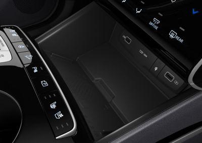 Il vano per la ricarica wireless ad alta velocità del Nuovo SUV Hyundai TUCSON Plug-in Hybrid.