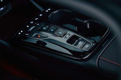 Dettaglio del rivestimento della console shift-by-wire di Nuova Hyundai TUCSON N Line.