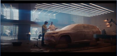 Immagine frontale del SUV Nuova Hyundai TUCSON Hybrid.