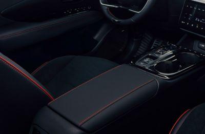 Dettaglio della cuciture rosse di Nuova Hyundai TUCSON N Line.