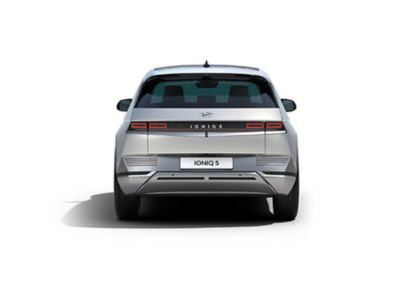 Le luci posteriori e il design futuristico del crossover 100% elettrico Hyundai IONIQ 5