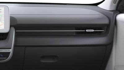 Le opzioni di colore per gli interni del crossover 100% elettrico Hyundai IONIQ 5 Dark Pebble Gray/Dove Gray