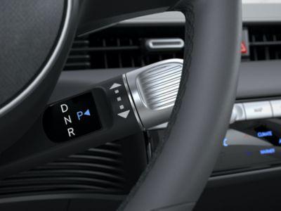 """La leva con selettore del cambio di tipo """"shift-by-wire"""" sul volante del crossover 100% elettrico Hyundai IONIQ 5"""