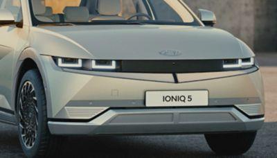 Le prese d'aria attive integrate nel paraurti anteriore del crossover 100% elettrico Hyundai IONIQ 5