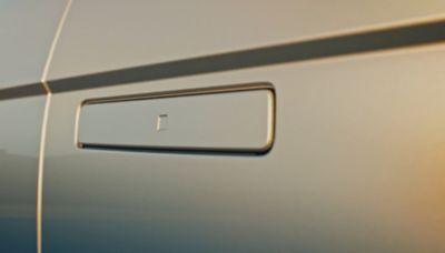 Le maniglie delle porte automatiche a scomparsa del crossover 100% elettrico Hyundai IONIQ 5