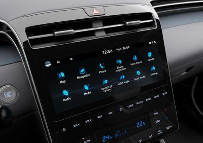Il nuovo display touchscreen da 10.25'' e i comandi interamente touch del Nuovo SUV Hyundai TUCSON Plug-in Hybrid.