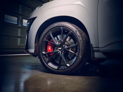 """Details of the 19"""" forged wheels, red callipers, and body-coloured fenders on the Hyundai KONA N hot SUV"""