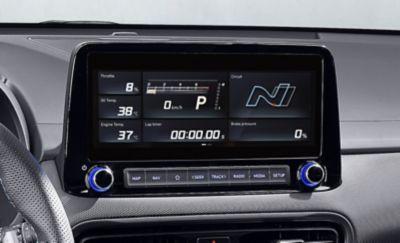 Écran tactile affichant le système de données de conduite axées sur la performance du Hyundai KONA N.