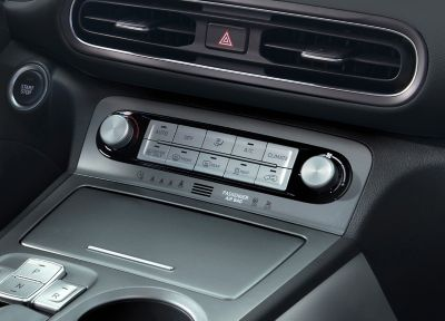 The controls of the automatic climate control in the middle console of the new Hyundai Kona Electric.