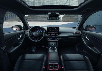 Wnętrtze Hyundaia i30 Fastback N Line.