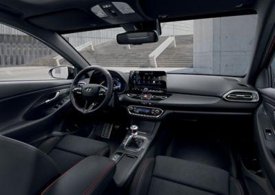Intérieur de la nouvelle Hyundai i30 vu depuis la banquette arrière.
