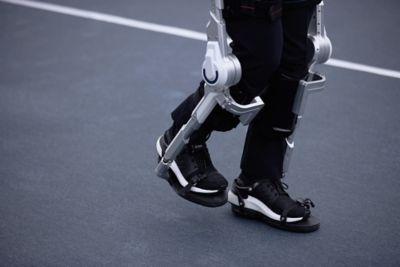 Primo piano delle gambe robotiche indossabili Hyundai